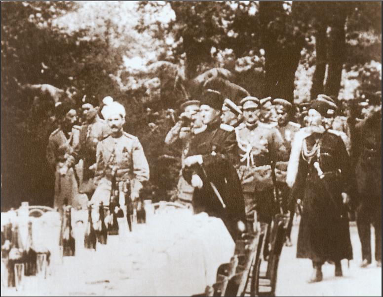 Гетман П. Скоропадский со своим окружением