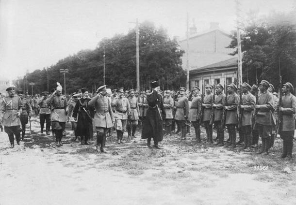 Гетман Скоропадский инспектирует войска в 1918 году