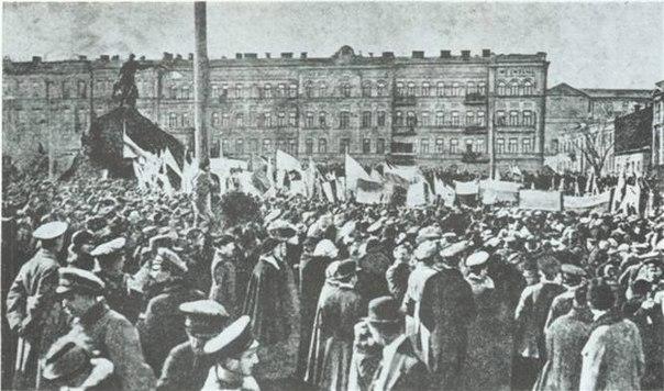 Митинг возле Софийского собора, Киев. 1917 год.