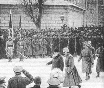 Михаил Грушевский принимает парад частей Вольного казачества