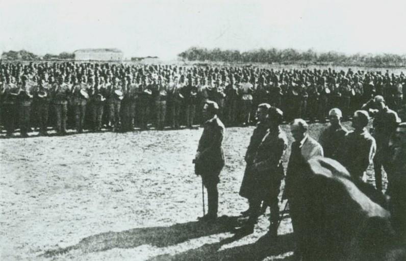 С.Петлюра принимает приcгуe сечевых стрельцов.Староконстантинов.1919 год.