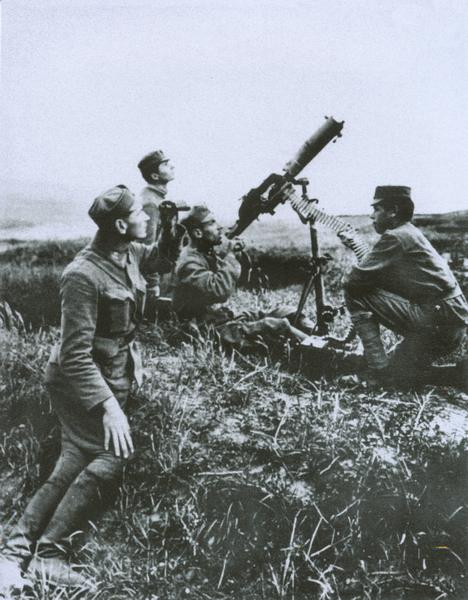 Сечевые стрельцы обстреливают самолет. 1916