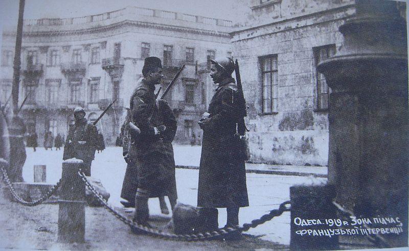 Французские патрули охраняют французскую зону Одессы, ограниченную портом и Николаевским бульваром. Зима 1918—1919 годов