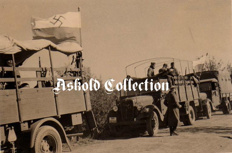 Моторизованная колона УВВ, Східна Пруссия. Приблизительно 1944 г..JPG