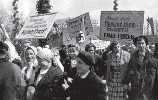 Празднование 1 мая, трудящиеся Минска и других городов независимой Беларуси на торжественных митингах