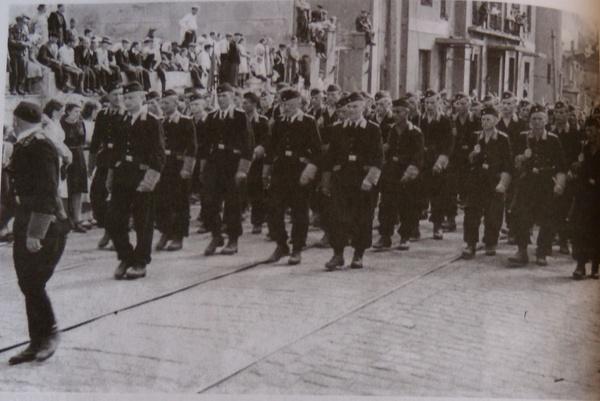 Празднование 1 мая, трудящиеся Минска и других городов независимой Беларуси на торжественных митингах 6