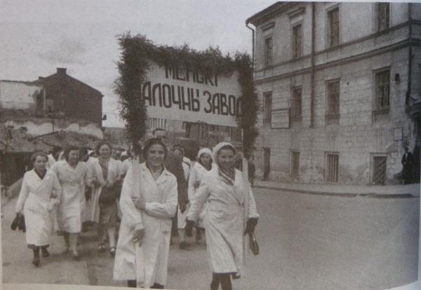 Празднование 1 мая, трудящиеся Минска и других городов независимой Беларуси на торжественных митингах 1