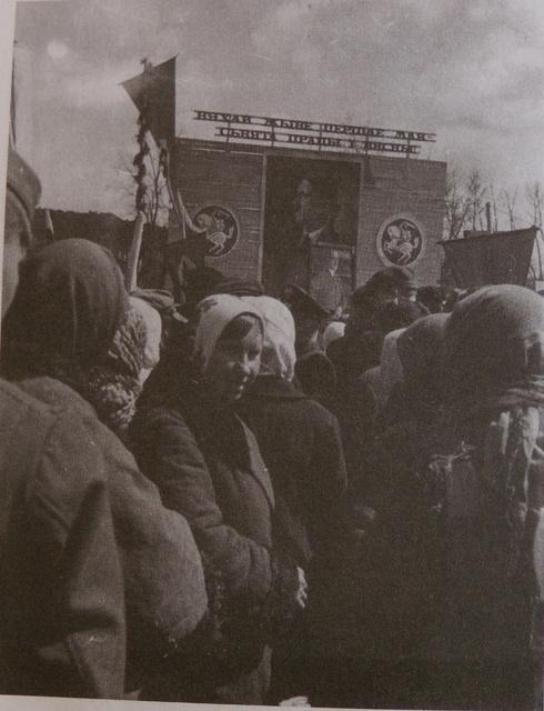 Празднование 1 мая, трудящиеся Минска и других городов независимой Беларуси на торжественных митингах 2