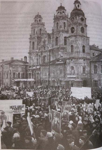 Празднование 1 мая, трудящиеся Минска и других городов независимой Беларуси на торжественных митингах 7