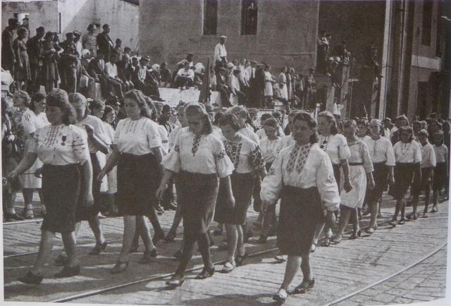Празднование 1 мая, трудящиеся Минска и других городов независимой Беларуси на торжественных митингах 4
