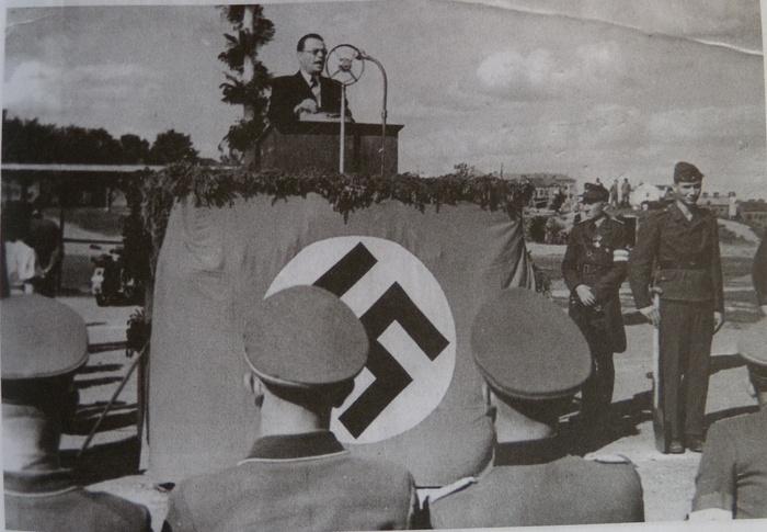 Президент Островский выступает на митинге в Минске.jpg
