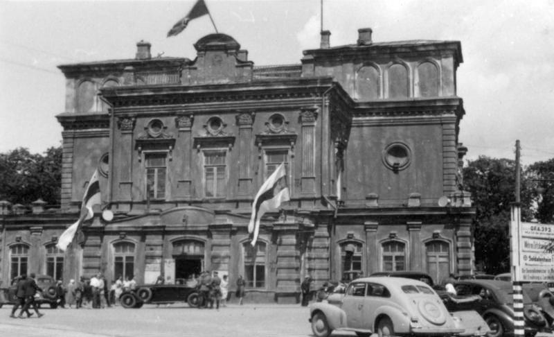 Ставка Белорусской центральной рады в здании нынешнего театра имени Янки Купалы, Минск, июнь 1943 года.jpg